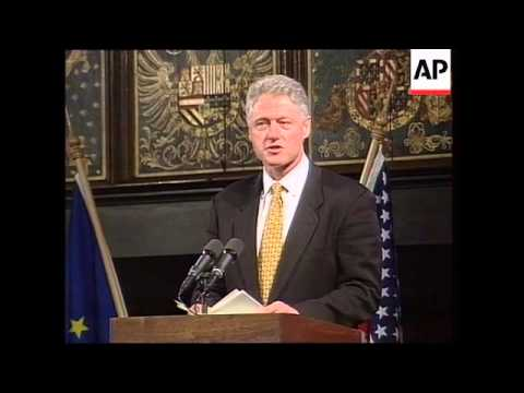 Holland - Clinton and Kok address press conference