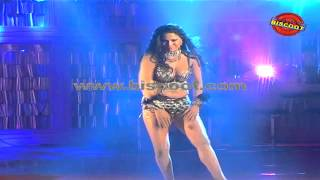 Dirty Picture: Silk Sakkath Maga - Veena Malik's Hot Scene I Dirty Picture  | Making of Kannada Movie Silk Sakkath Maga - Hot Scene - 9