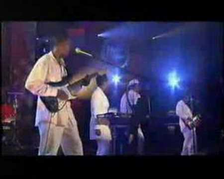Concert Switzerland 1997. Larry Graham -- bass, vocals; Rose Stone -- keyboards, beat-box; Hershall Kennedy -- keyboards, trumpet; Robert Samm -- Hammond Organ; Wilton Rabb -- guitar; Noel...