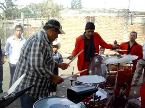 Dn Luis hechandose un Palomaso en las Tarolas ( LA INQUIETA Banda Traviesa de Leon Gto )