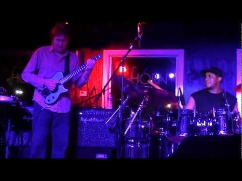 Allan Holdsworth's concert in Houston, TX, Nov 15 2011 (WATER ON THE BRAIN Part 2)