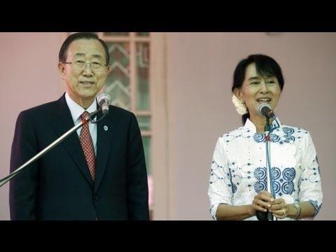 Ban Ki-moon homenageia Aung San Suu Kyi