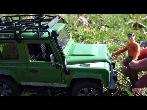 Машинки Bruder. Джип Land Rover Defender Обзор игрушки детям. Внедорожник Ленд Ровер. Bruder Toys