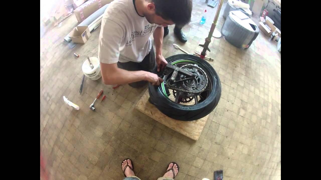montage pneu moto partie 2 3 youtube. Black Bedroom Furniture Sets. Home Design Ideas