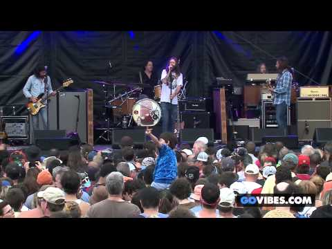 "The Black Crowes performs ""Ballad In Urgency"" at Gathering of the Vibes Music Festival 2013"