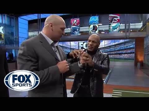 Mike Tyson gives Brian Urlacher boxing lessons Image 1