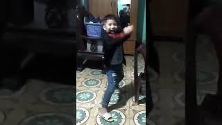 Khi thánh quẩy múa quát cực phê bé 5 tuổi