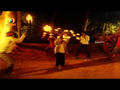 Vijaykanth Fighting The Goons  -sindhoora Devi Movie Scene - Baby Shamili, Vivek, Kanaka video