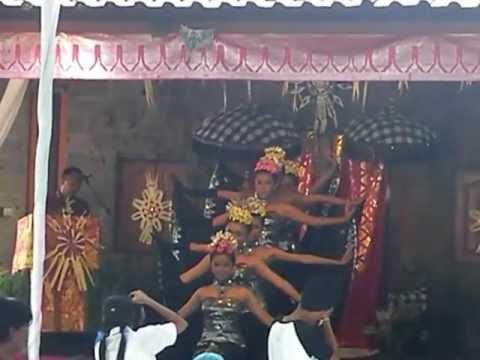 Ulang Tahun Smpn 3 Denpasar Ke-33 (2012) : Tari Kreasi Baru video