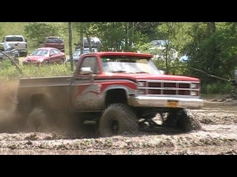 4x4 trucks & Jeeps Mudding with TheOutlawVideoSS at Tony Howard Run 2011