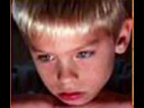 Lynn Anderson - I Saw Mommy Kissing Santa Claus