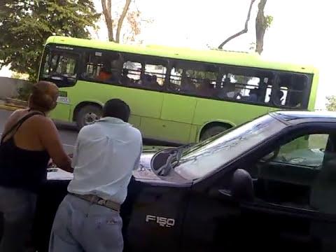 policia golpeador salio golpeado