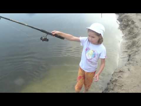 видео рыбная ловля  не без;  ребенком