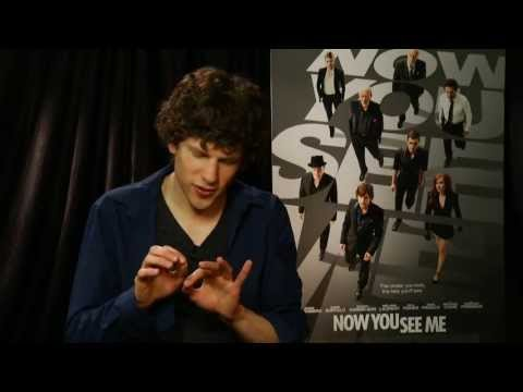 Jesse Eisenberg Does Some Magic From 'Now You See Me' - Univision Noticias