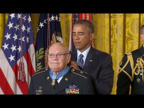 Two Vietnam war heroes receive Medal of Honor