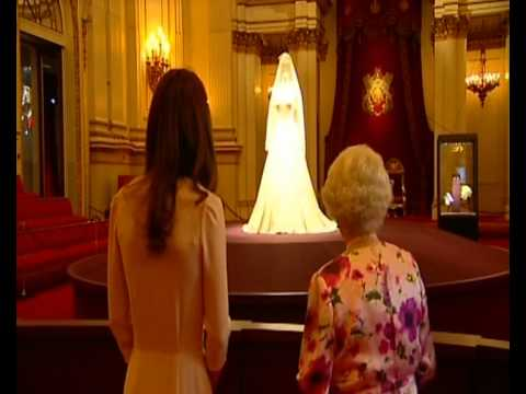 the queen and the duchess of cambridge at the buckingham