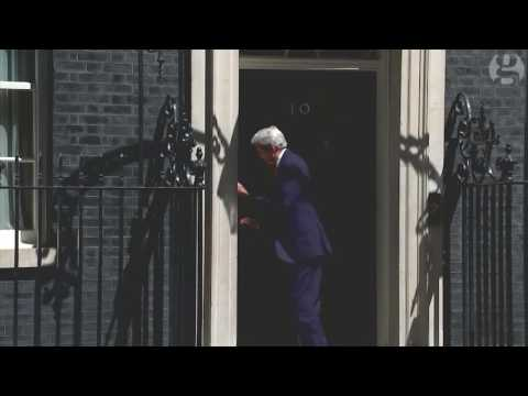 John Kerry walks into door at No 10 Downing Street - video