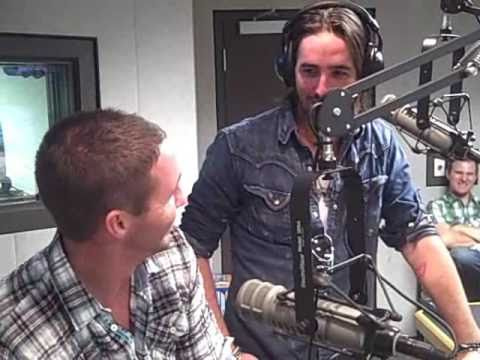 Jake Owen's brother meets his blind date! Video