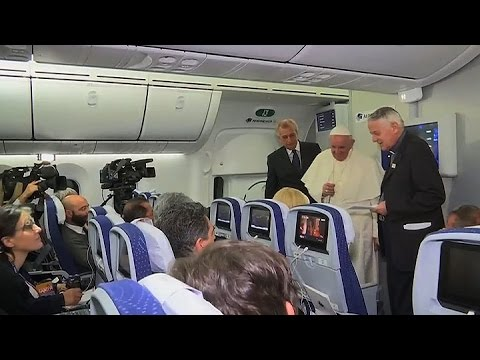 Fuerte cruce entre el papa Francisco y Donald Trump