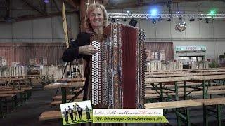 Die BradlmusiKanten mit der größten Harmonika von Franz Parz