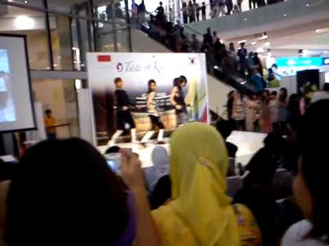 Nye Boyz  Gandaria Mall-shinee Lucifer.3gp video