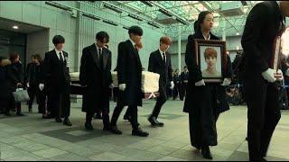 Download Lagu K-pop stars carry Jonghyun's coffin after suicide Gratis STAFABAND