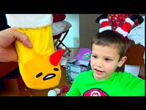 Мои Сингапурские подарки под ЕЛКОЙ / Видеонаблюдение засняло Деда Мороза в нашем Лондонском доме