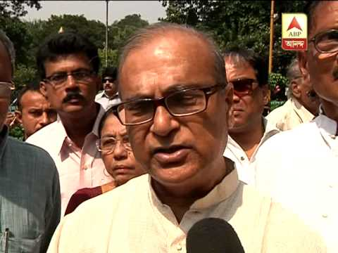 Congress leader  Pradip Bhattacharya pays tribute to Sunil Gangopadhyay