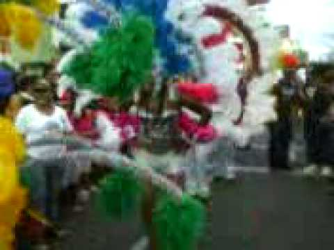 Morena En plumaje Carnaval de Santiago final 2009