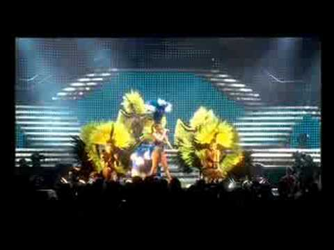 Kylie Minogue - Giving You Up (live)