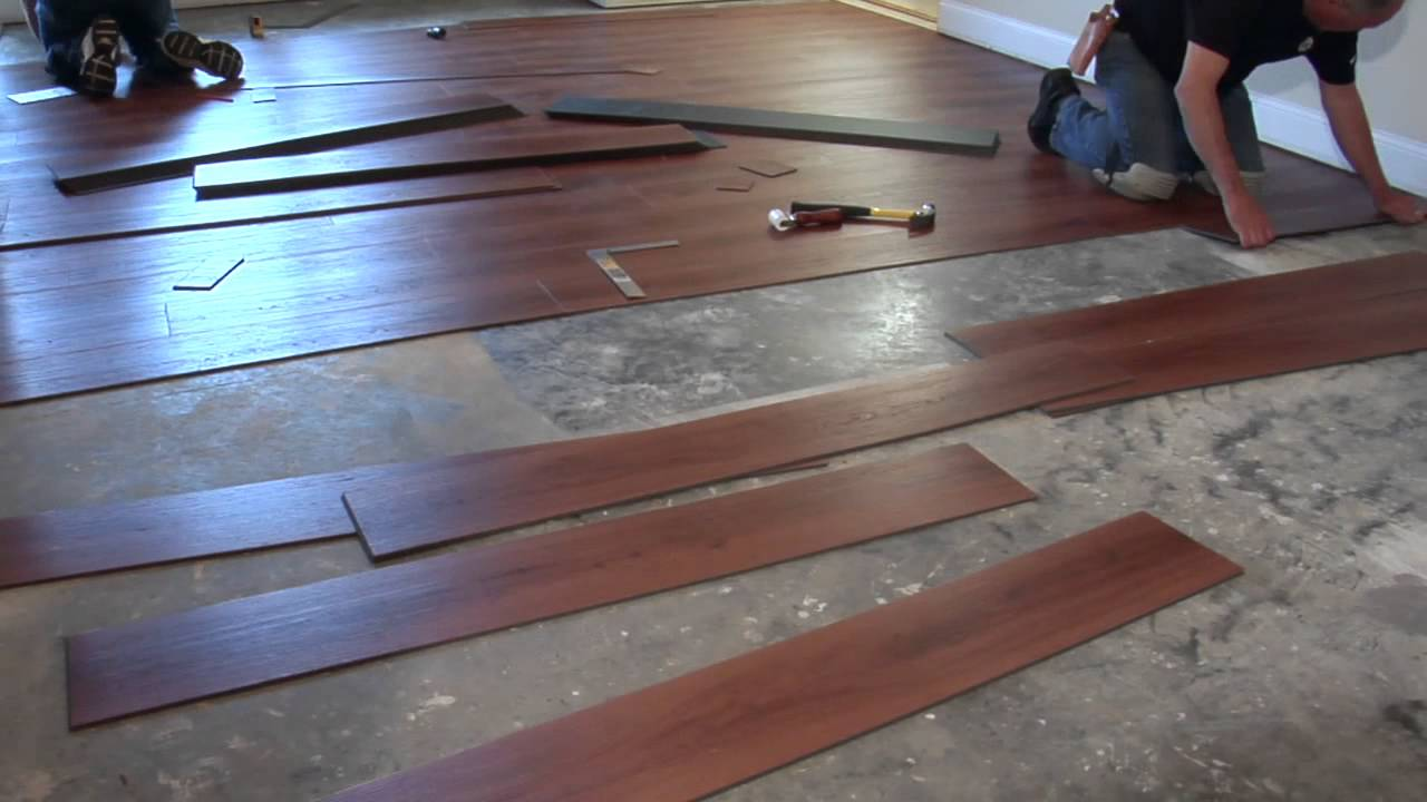 Laying vinyl floor tiles