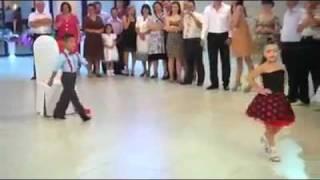 اطفال يرقصون موديل جديد 2012