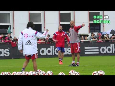FC Bayern: Pep Guardiola schlägt Assistent - alles nur Spaß!