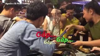 Hàng trăm người chen lấn tranh giành ăn buffet miễn phí - Tin Tức VTV24
