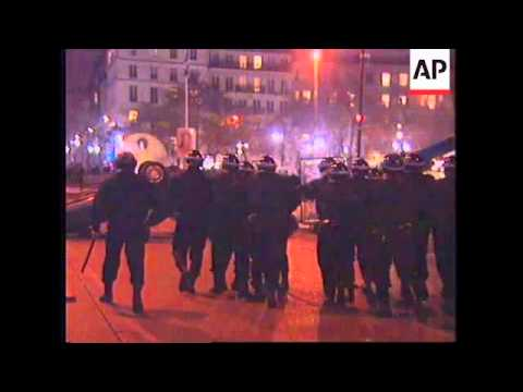 FRANCE: PARIS: UNIVERSITY STUDENTS CLASH WITH RIOT POLICE UPDATE
