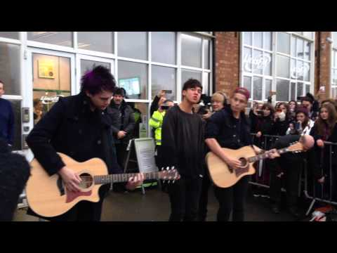 5SOS She Looks So Perfect (Acoustic)