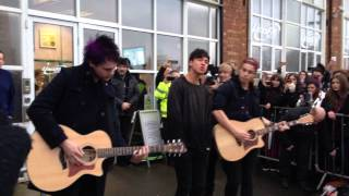 Download Lagu 5SOS She Looks So Perfect (Acoustic) Gratis STAFABAND