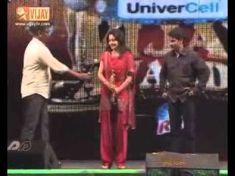 Pooja Umashankar Receiving The Vijay Award For Best Female Actor For 2009 video