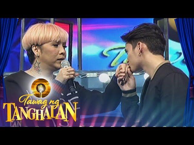 Tawag ng Tanghalan: James kisses Vice Ganda's hand
