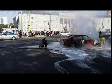 У КГТУ на площади Победы загорелся BMW