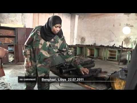 Women learn to take up arms to Libya
