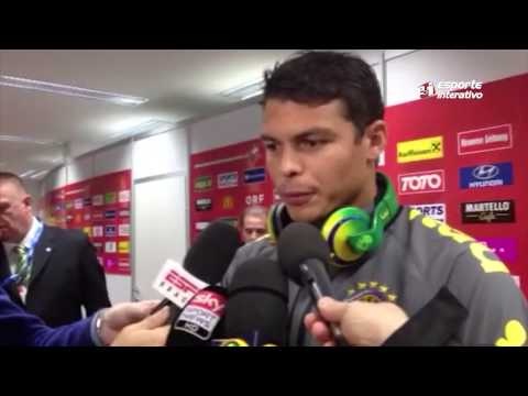 Neymar ameniza polêmica com Thiago Silva