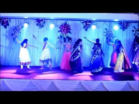 Ye Betiyan toh babul ki raaniyan hein heart touching song performance in sangeet