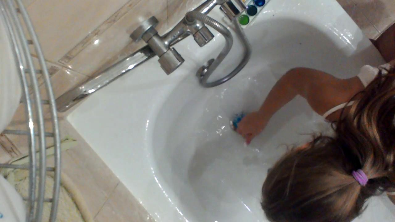 Жена мастурбирует в ванной русская смотреть