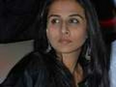 Vidya Balan Caught Smoking In Public video