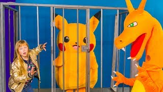 Pokemon Detective Pikachu Hunt in Spooky Box Fort with Paw Patrol