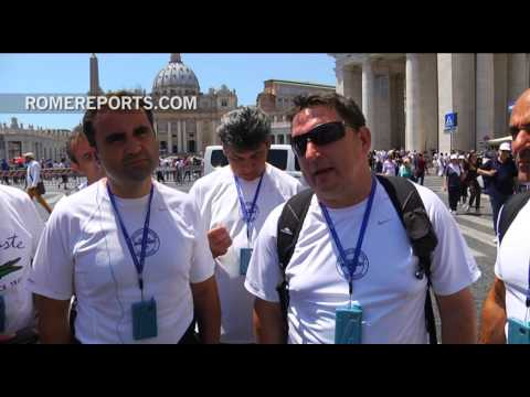 Team of Argentinian lawyers wins soccer competition and celebrates with Pope Francis