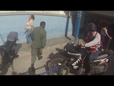 Paramedicos Motorizados // Escoltando ambulancia con paciente grave al Hospital perez carreño