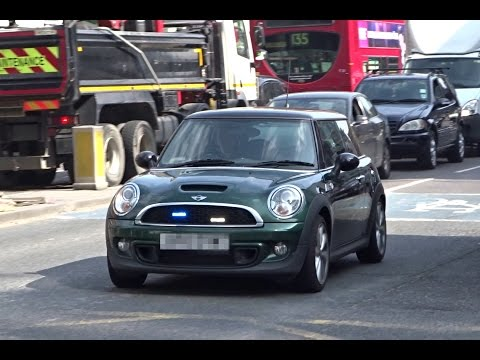 3x Unmarked Police Cars Responding London