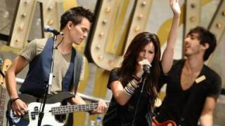 Клип Ashley Tisdale - Masquerade (live)